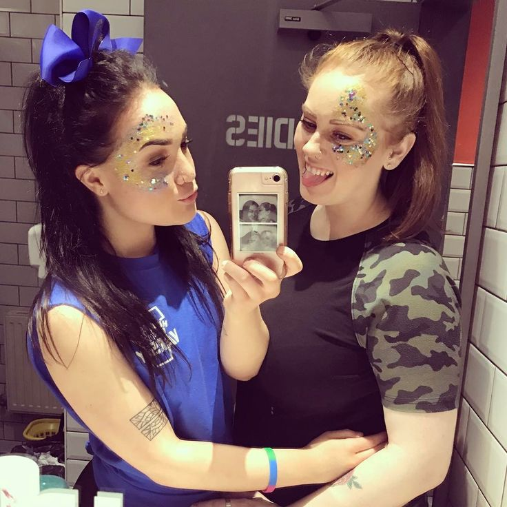 Oh I think that I found myself a cheerleader 🙌💛💙 #huduni #huddersfielduni #fivebar #fivebarhud #huddersfield #yorkshire #england #british #girls👭 #fiancée #engaged #beautiful #britishlesbian #lgbt #lgbtq #lesbians #lesbehonest #lesbianpride #lesbiancouple #girlswholovegirls #girlswhokissgirls #girlswholikegirls #happy #glitter #varsity #hudvarsity #ellieandharley