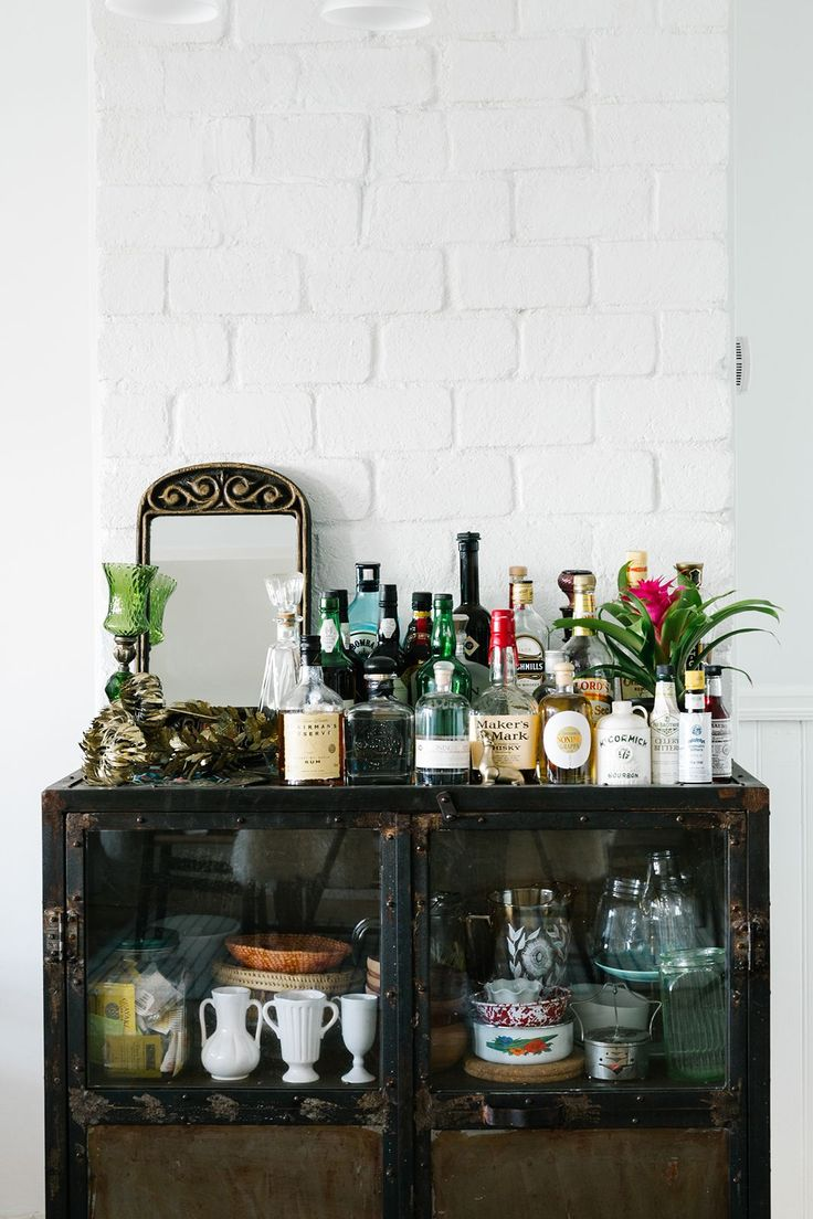 """What are your favourite online shops for decor?""""I love One Kings Lane, Chairish, Etsy, and Art.com."""" #refinery29 http://www.refinery29.uk/bernal-heights-san-francisco-apartment-home-tour#slide-9"""