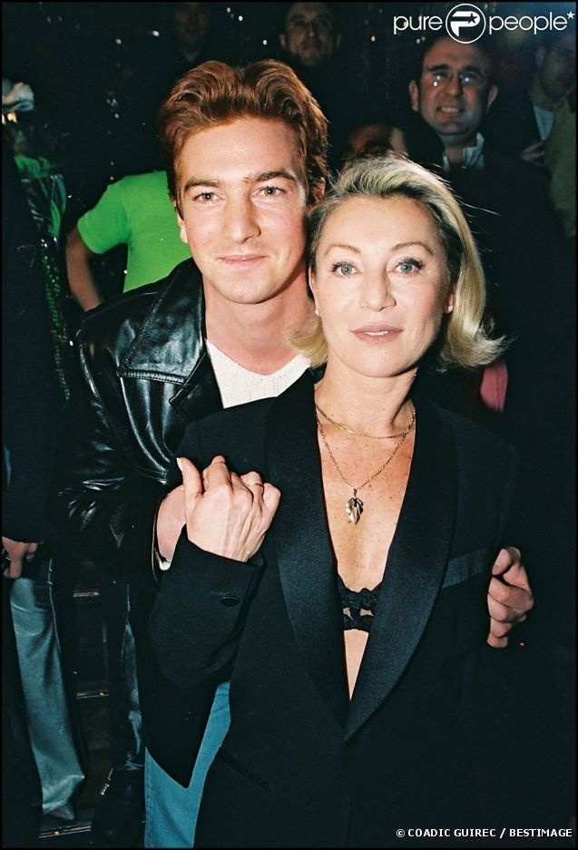Sheila et son fils Ludovic Chancel, à Paris, le 12 janvier 1998.