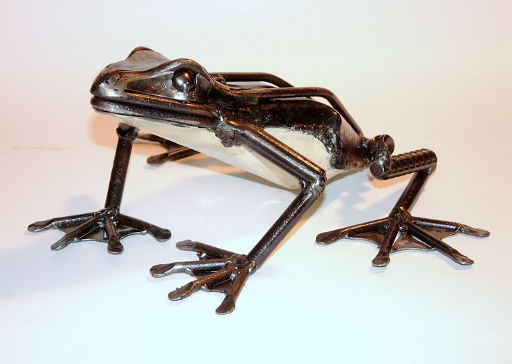 Frog. Recycled steel. Marti Wong Sculpture.