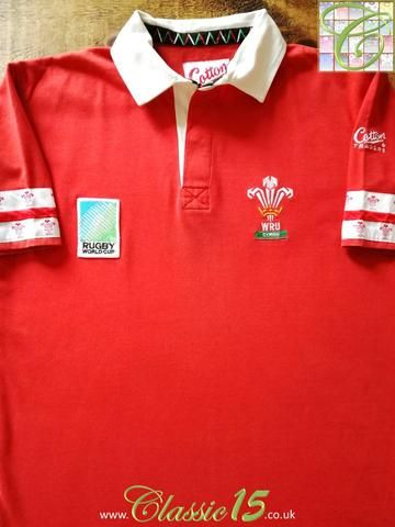Official Cotton Traders Wales home rugby shirt from the 1995 World Cup. Complete with Rugby World Cup patch on the chest.