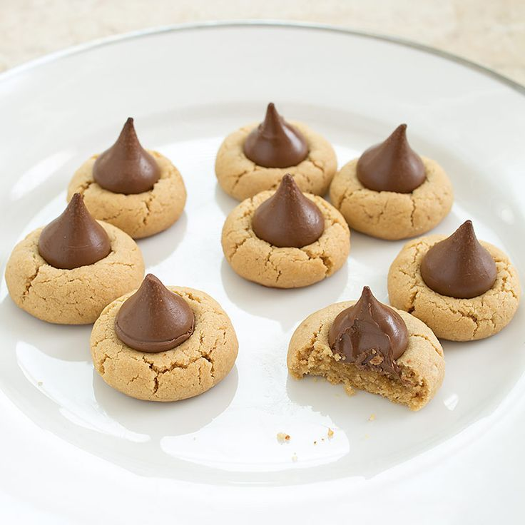 We wanted a Peanut Blossom Cookie with a smooth texture and roasted flavor. We added creamy peanut butter and roasted peanuts to the dough. Finally, we add the chocolate kisses two minutes before baking is over to stabilize the texture of the candy.