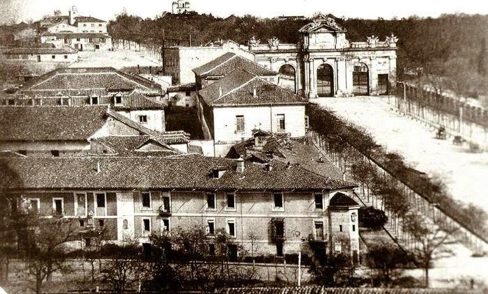 Caminando por Madrid: La calle de Alcalá en 1855 Lo que daría yo por pedalear por ese lugar, así, tal como está en la foto...