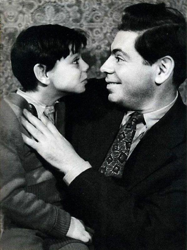 Аркадий Райкин с сыном Костей.jpg