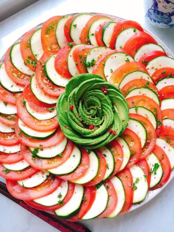 サッパリ&クリーミーが癖になるアボカドトマトの朝食レシピ5選