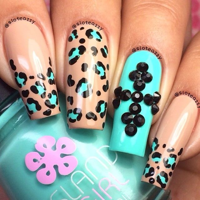 Instagram photo by sloteazzy #nail #nails #nailart I wouldn't get then this long but I like the art and design for sure!