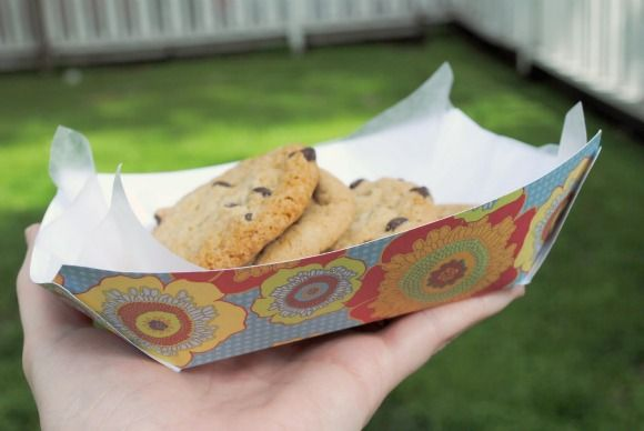 How to make paper food baskets! Would be great for little treats at a cookout!
