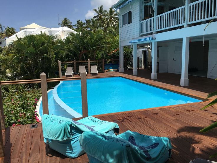 Creole villa located in St. Francois on the tourist route with access to the private beach of Anse des Rochers, including: On the ground floor: living room, large fully equipped kitchen overlooking the gallery ...