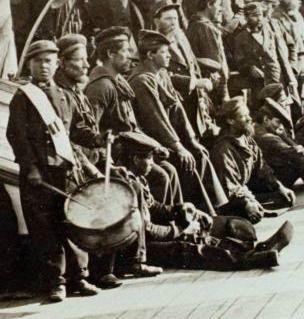 """Niño Tambor en la tripulación del """"Cochrane"""". A little """"Drummer Boy"""" on board the armoured frigate """"Cochrane"""""""