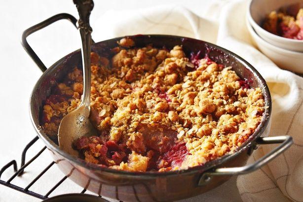 No-fuss Rhubarb and Apple CrumbleBaking Cooking, Apples Crumble, Baking Sweets Tooth, Crumble Desserts, Apples Rhubarb, No Fuss Rhubarb, Yummy Apples, Rhubarb Crumble, Apples Desserts