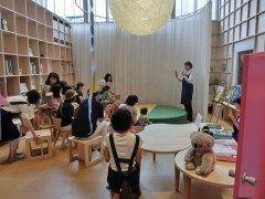 高志の国文学館館内の親子スペースで0歳未就学児童を対象とした絵本の読み聞かせ会を定期開催しています  文学館への入館料及び3時間以内の駐車場料金読み聞かせ会への参加料や事前予約などは要りません  前半30分は絵本読み後半分は手遊び工作などをして楽しんでいます   7.24(日)(11:00)毎月第4日曜日に定期開催 http://ift.tt/29OKrWL]