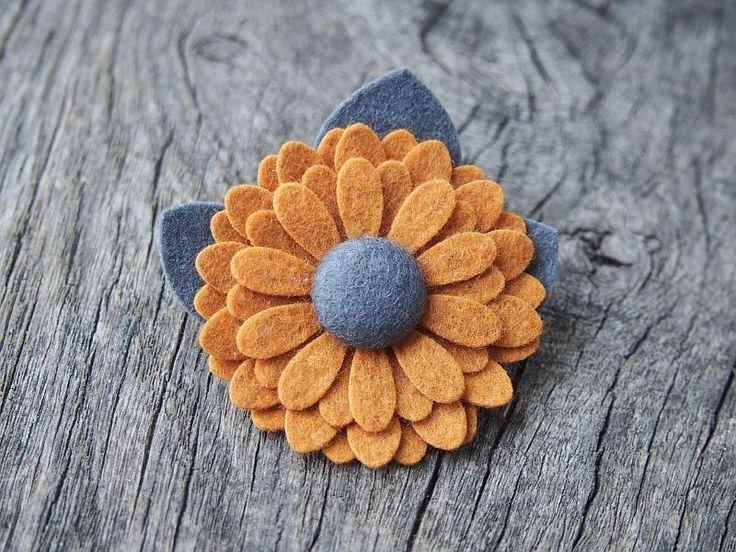ZOE PUMPKIN SPICE broszka przypinka kwiatuszek - momilio - Biżuteria z filcu