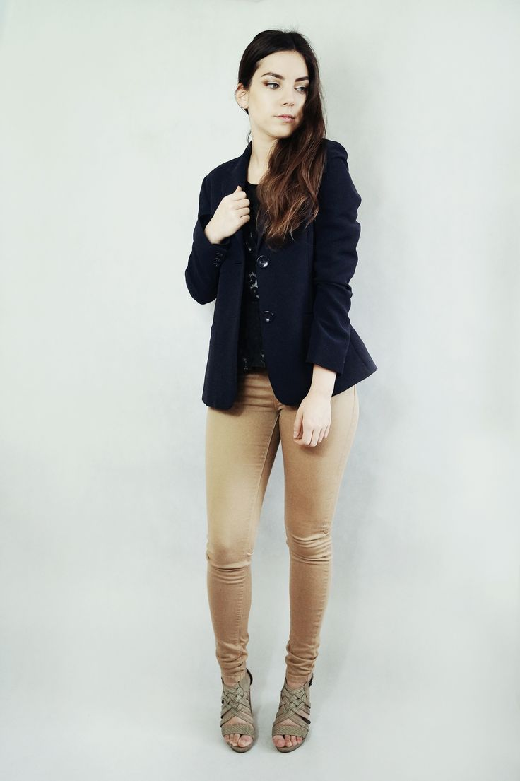 Navy blue jacket and beige trousers. Elegant outfit for Easter. More on my blog VANILLAMADNESS.com