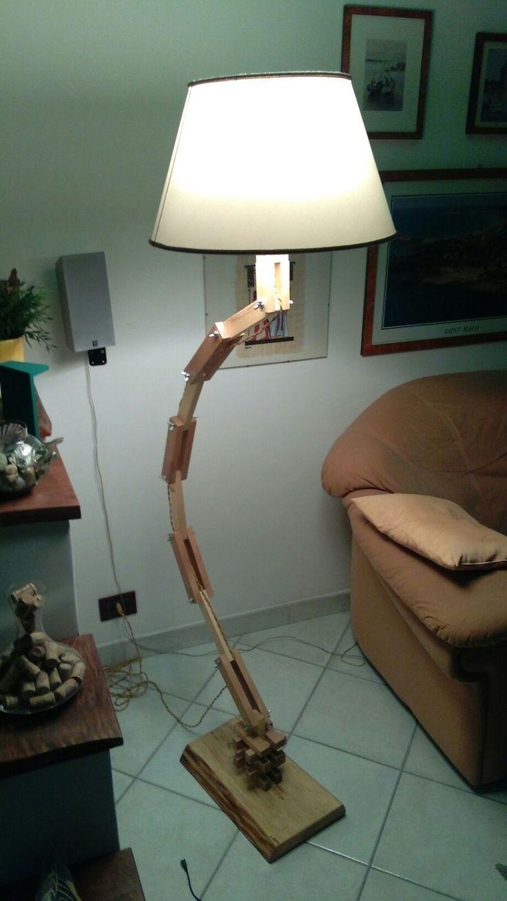 Lampada totalmente snodabile in legno di Abete e Faggio