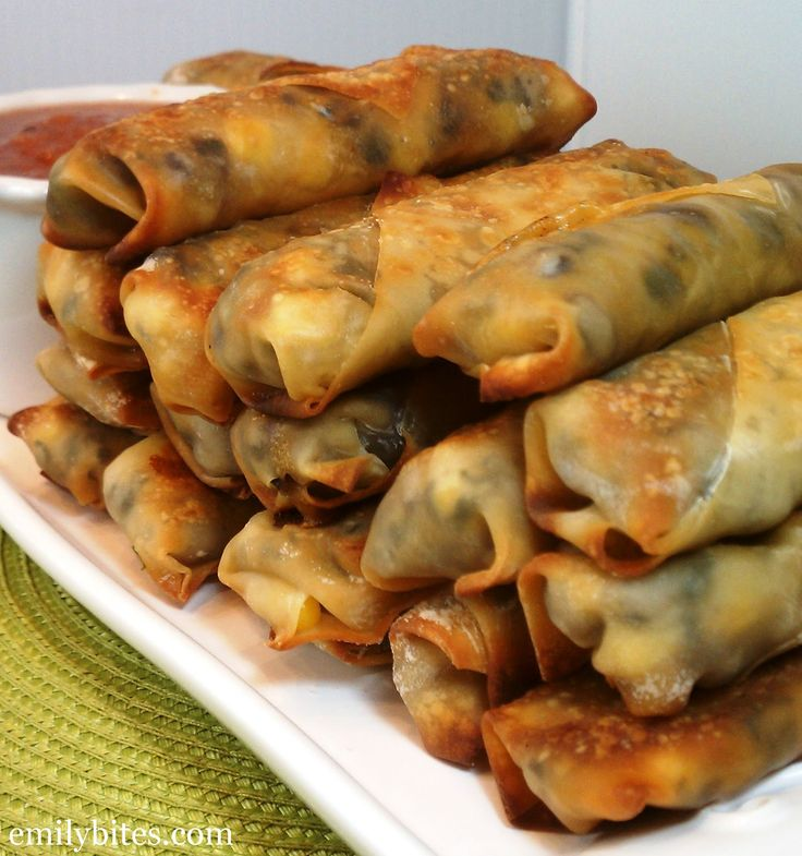 Emily Bites - Weight Watchers Friendly Recipes: Southwestern Egg Rolls Only 2+ pts per egg roll!