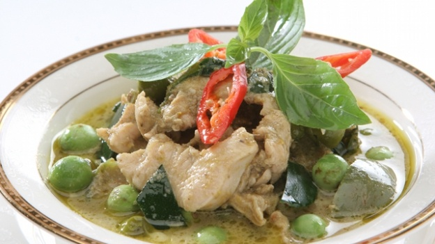 A classic Thai curry with a healthy twist with chicken, snap peas and baby corn - part of Lorraine's Bikini and Beauty Diet .