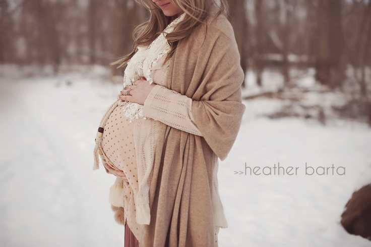 FASHION DUES & DUEN'TS - Romantic Maternity Style Category | Soft,neutral layers are pretty and yummy mummy