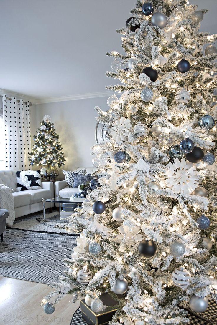 Jeansblau Und Cremefarbenes Weihnachtswohnzimmer Cremefarbenes