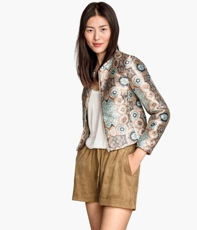 CONSCIOUS. Short jacket in jacquard-weave fabric with a slight sheen. Front zip and side pockets. Lined. Made partly from recycled polyester.