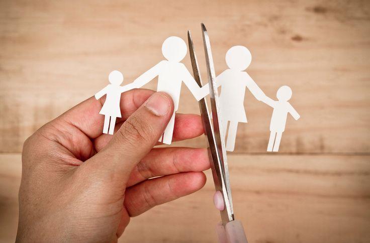 Rozwód rodziców jest doświadczeniem, które zawsze jakoś wpływa na dzieci. Pytanie tylko, jak bardzo negatywny jest to wpływ i jak trwałe skutki może po sobie pozostawić. O tym jak minimalizować taką stratę pisze dr Magdalena Śniegulska, psycholog dziecięcy z Uniwersytetu SWPS.