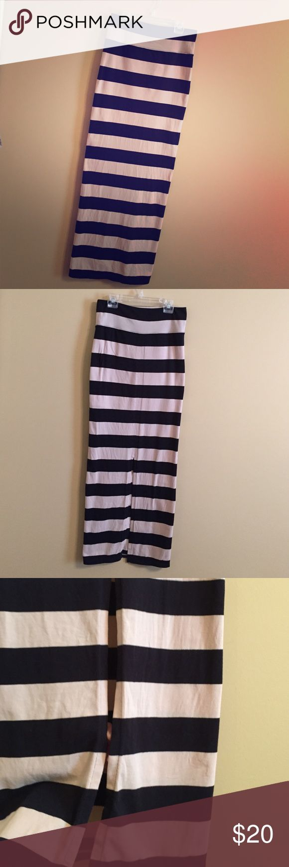 Free People Black and Tan Maxi Skirt Size S Free People Black and Tan Maxi Skirt Size S. Worn a handful of times, super cute and in EUC! Features a lining that stops above the knee and a slit in the back of the skirt (photo 3).  No rips, stains, holes, fading, or pilling! Waist band can be folded over to wear flats or left up for length to wear heels. I hate to let this beauty go! Comes from a smoke free home =) feel free to make an offer! Free People Skirts Maxi