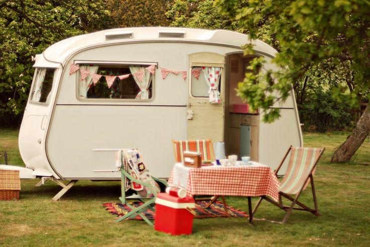 U.K. Vintage and Retro Online: Hazy Days Caravan Hire