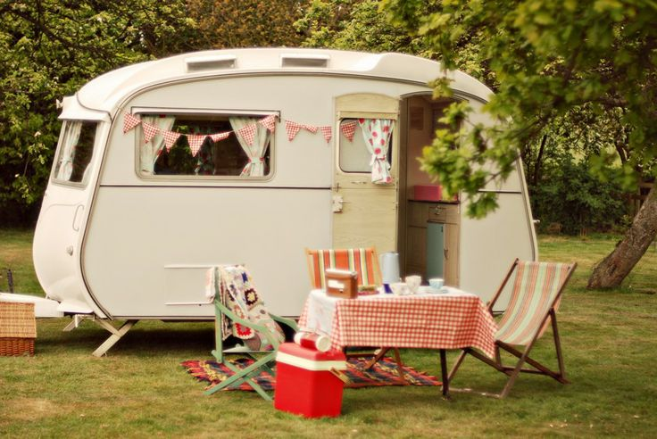 U.K. Vintage and Retro Online: Hazy Days Caravan Hire