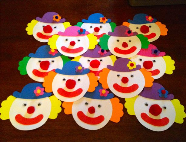 How To Make Clown Invitations »