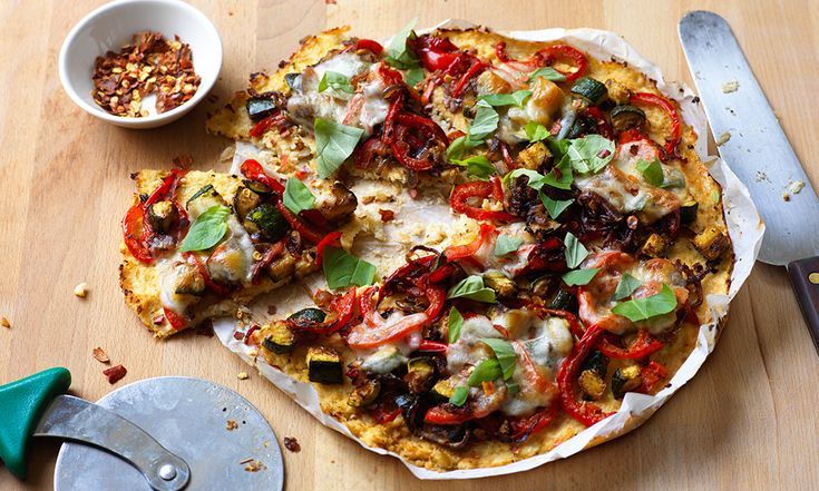 A delicious gluten-free pizza made with a cauliflower base and topped with lots of veggies.