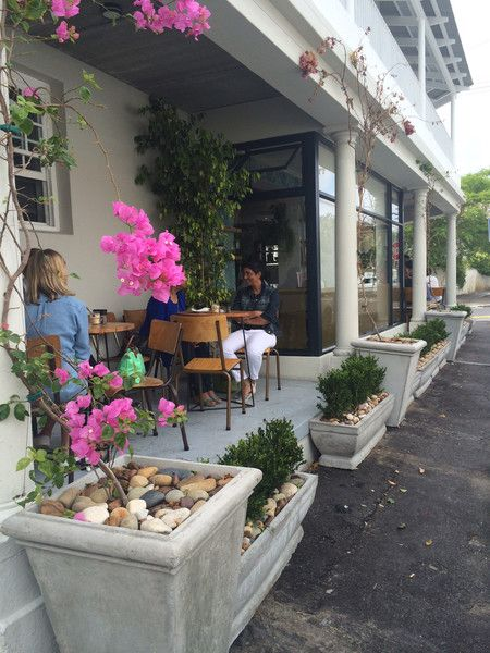 LOCALE │a local café with drinking, eating and diversión at its core. – lieslg