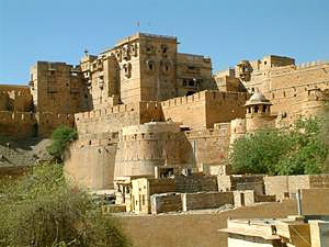 One of the best sight seeing places in India is definitely Rajasthan. It is a state that is full of rich heritage, culture, festivals and fairs, tribal people, handicrafts, colorful dresses and people, exotic cuisines, heritage palaces and so on.