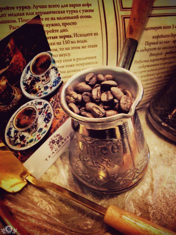 КОФЕ САНТО ДОМИНГО ORGANIC Мировая история кофе насчитывает более шести веков, а история Доминиканского кофе - более 300 лет, что, согласитесь, тоже солидный возраст. Вспоминая свой отдых в Доминиканской республике люди чаще всего думаю о доминиканских сигарах, доминиканском роме и, конечно же, о доминиканском кофе!  Короткий, сладкий, сильный  Этими тремя словами сами доминиканцы характеризуют свой кофе. Объясняется это очень просто: короткий - любимый доминиканский стандарт для питья кофе…