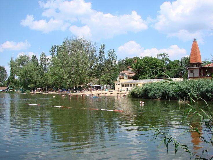3 tóból álló tórendszer, tanösvény, strand, horgászparadicsom