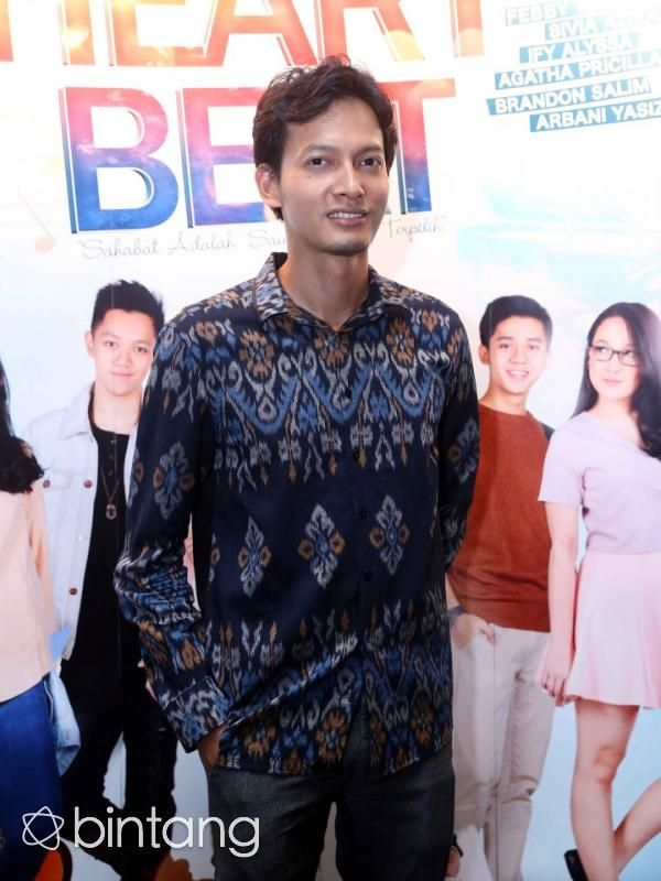 Akhirnya, kabar bahagia datang dari pemeran ganteng Fedi Nuril. Setelah selama ini tak pernah menggandeng sosok perempuan, pemeran film 5 Cm tersebut rencananya akan melepas masa lajang dengan seorang wanita bernama Vanny Widyasasti.  #FediNuril #Aktor #PernikahanSelebritis #Bintang #Indonesia