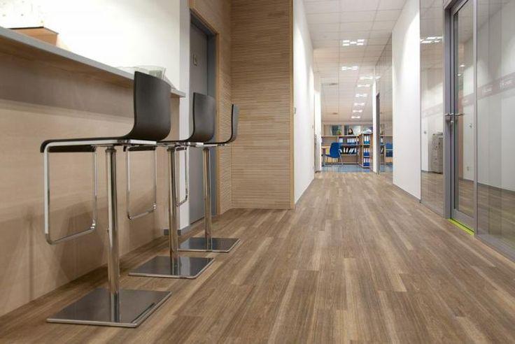 Vinylová podlaha Expona Design Wood Smooth, firemní prostory Lindab, reference BOCA Praha. / Vinyl floor Expona Design Wood Smooth, Lindab company, BOCA Praha reference.  http://www.bocapraha.cz/cs/reference-detail/81/lindab-firemni-prostory-praha/