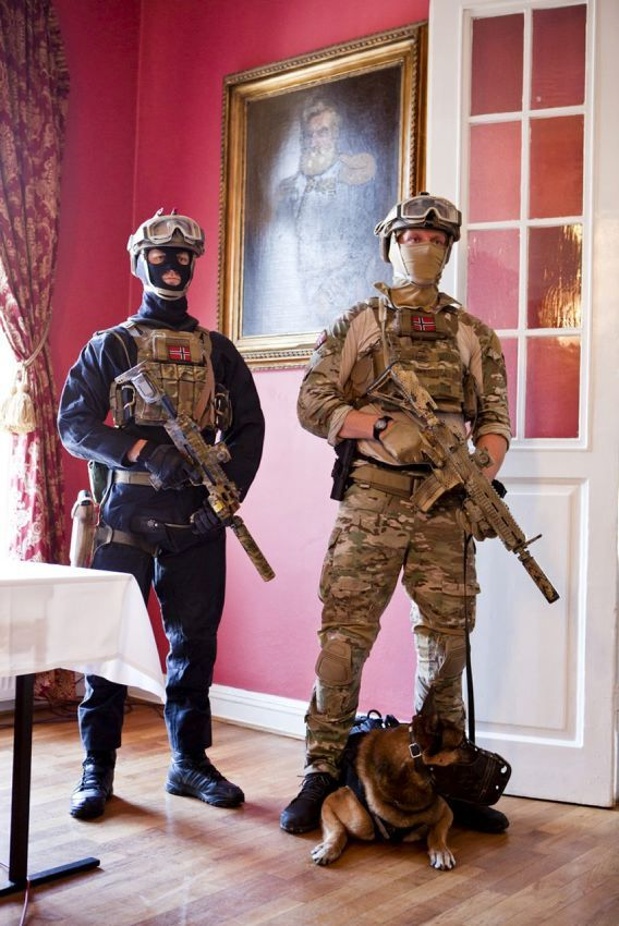 Norwegian MJK and FSK during a press conferance at Oslo Military Society. Forsvarets mediearkiv 2013-04-22