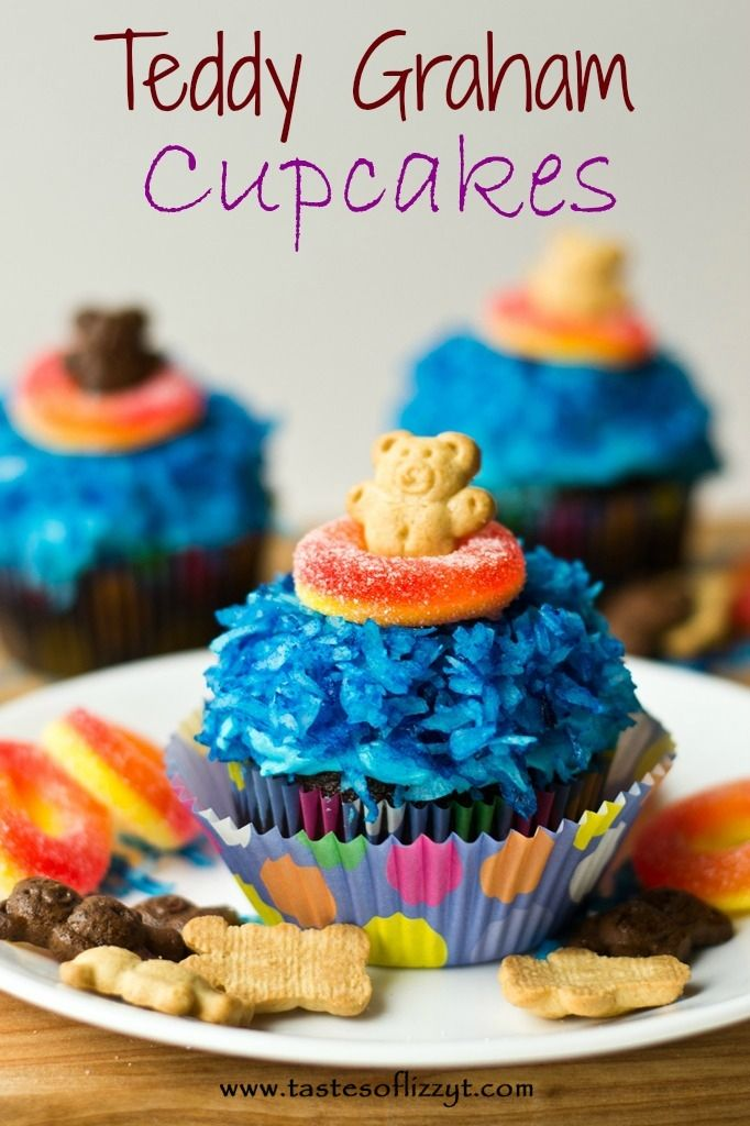Teddy Graham Cupcakes {Tastes of Lizzy T} So easy and so cute! http://www.tastesoflizzyt.com/2013/07/09/teddy-graham-cupcakes/