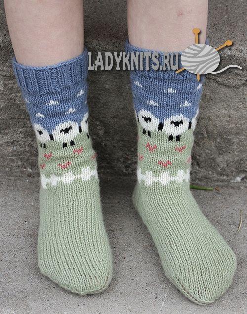 """Вязаные спицами детские носки с овечками """"Летний выпас"""""""