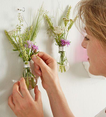 die besten 25 gl hbirnen vase ideen auf pinterest diy recyceln gl hbirnen handwerk und. Black Bedroom Furniture Sets. Home Design Ideas