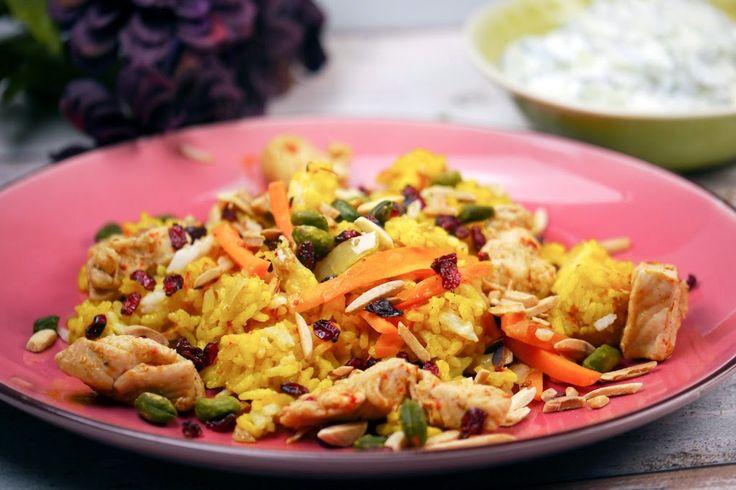 Persischer Reis mit knuspriger Reiskruste (Tahdig) und Minz-Gurken-Joghurt ist nur wunderbar farbenfroh und wahnsinnig lecker.