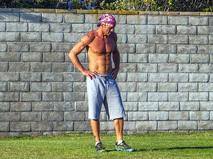 Tim McGraw Shows Off His Ripped Torso During an Outdoor Workout (See the Photos) http://www.people.com/article/tim-mcgraw-san-diego-shirtless-workout-photos