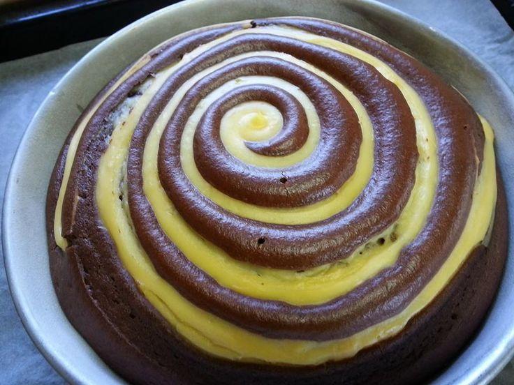 Facebook Twitter Google + Pinterest La mia torta vorticosa nasce dall'idea della torta nua. Dopo aver fatto una torta nua mi sono resa conto che la crema restava su alcuni punti e su altri no. Quindi per distribuire al meglio la torta ho deciso di fare una spirale di crema sulla torta in modo tale …