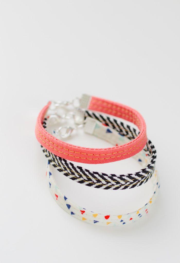 diy: fabric bracelets. Leuk voor restjes