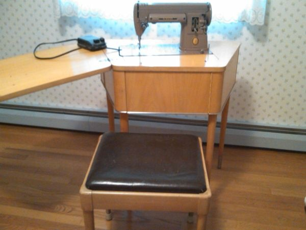 383 best Vintage sewing machines & accessories images on Pinterest ...