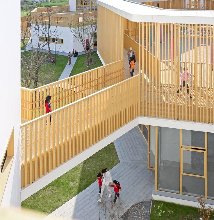 Construido en 2015 en China. Descripción por los arquitectos. El patio, en la arquitectura china, no es sólo una tradición de espacio físico, sino también un núcleo de emoción y...