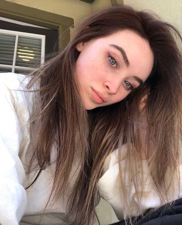 Sabrina Carpenter Instagram April  Sabrina Carpenter