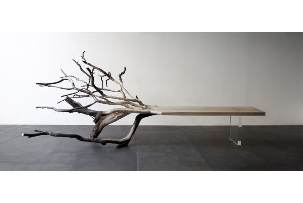 キレイに加工したまったいらな板に脚をつけたらテーブル。それがよくみるテーブルのカタチ。でもこの「fallenTree」という名の...