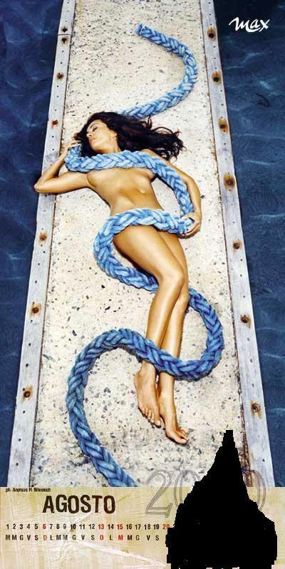 Sabrina Ferrili sul calendari di Max per il mese di Agosto