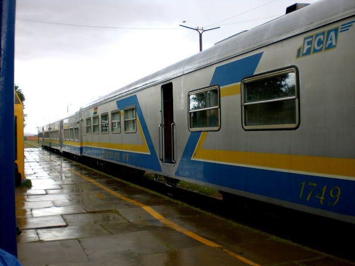 Tomando el tren en Villazon, ciudad boliviana fronteriza de La Quiaca en Argentina.