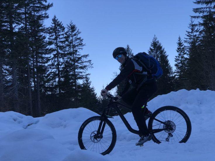Auch im Winter kann man wunderschöne Touren mit dem Bike durch die Berge fahren. Die